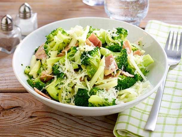 Brokkoli mit Schinken und Parmesan Rezept