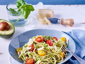 Schnelle Pasta mit Avocado-Pesto Rezept