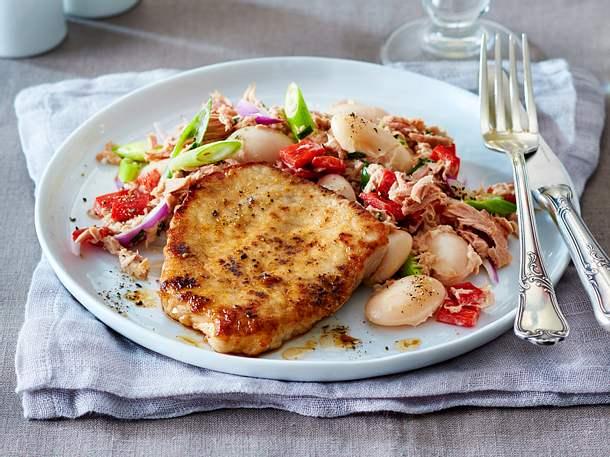 Schnelle Schnitzel mit Thunfisch-Bohnensalat Rezept