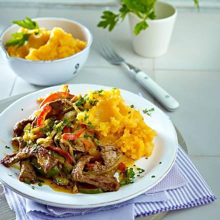 Schnelle Steak-Paprika-Pfanne mit Süßkartoffel-Püree Rezept