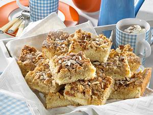 Schneller Streuselkuchen vom Backblech mit Mandelstreusel Rezept