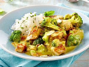 Schnelles Putencurry mit Brokkoli, Chili, Minze und Mandelblättchen Rezept