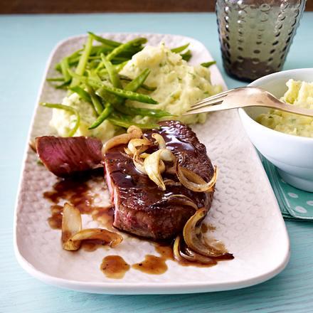 Schnelles Steak in Asiazwiebelsoße mit Püree Rezept