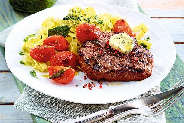 Schnelles Steak mit Salbeitomaten Rezept