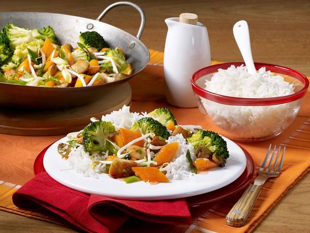 Schnelles Wok-Gemüse mit Huhn und Reis Rezept