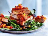 SchnitzeL-Bites mit Mango-Paprika-Salsa auf Blattsalat Rezept