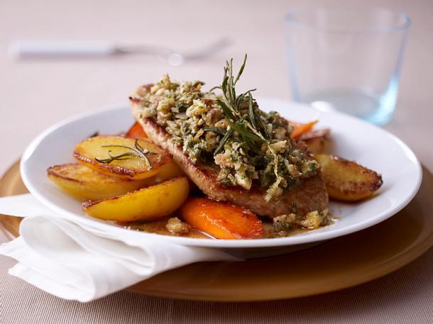 Schnitzel Bordelaise mit Blech Kartoffel-Möhren Rezept