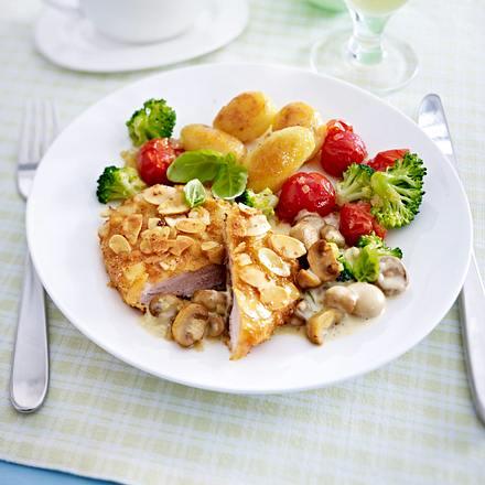 Schnitzel in Mandel-Panade zu Pilz-Thymian-Soße Rezept