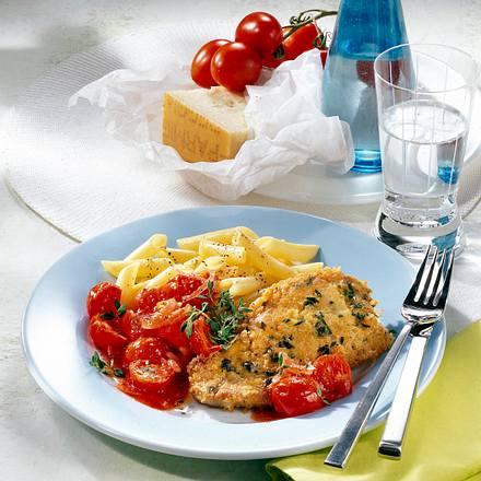 Schnitzel in Parmesan-Thymian-Hülle zu Penne und Tomatengemüse Rezept