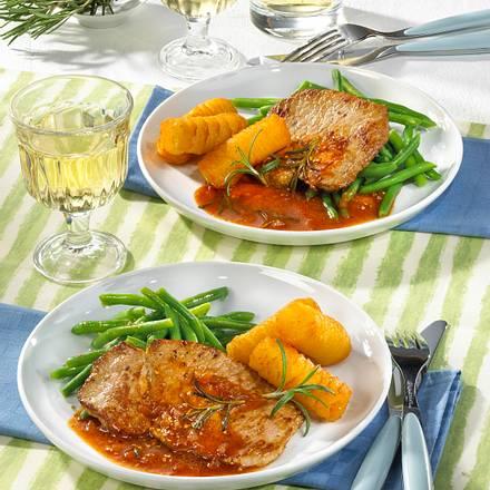Schnitzel in würziger Tomatensoße Rezept