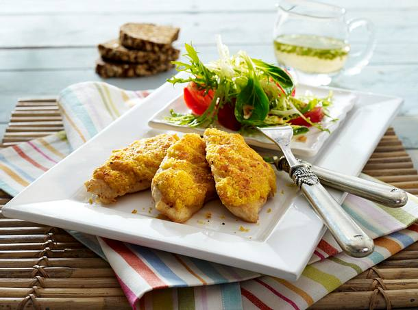 Schnitzel mit Möhren-Käsekruste zu Feldsalat mit Nuss-Vinaigrette Rezept