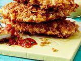 Schnitzel-Turm mit Panko-Chips-Kruste und zwei Dips Rezept