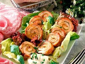 Schnitzelröllchen mit Frischkäsedip Rezept