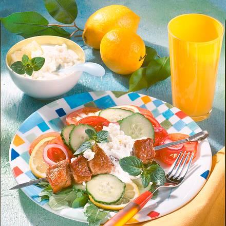 Schnitzelspieß auf buntem Salat (Diabetiker) Rezept