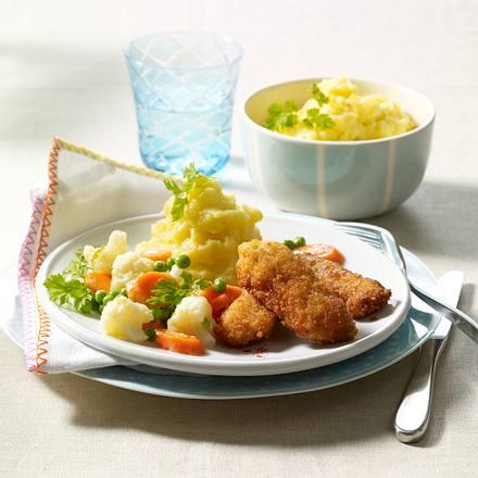 Schnitzelsticks/-stäbchen mit Buttergemüse und Stampfkartoffeln Rezept