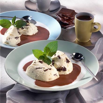 Schoko-Mint-Mousse mit Schokoladensoße Rezept