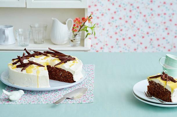 Schoko-Nuss-Torte mit Eierlikör Rezept