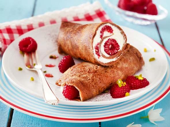 Schoko-Pfannkuchen mit Quark-Himbeerfüllung und Himbeerpüree Rezept