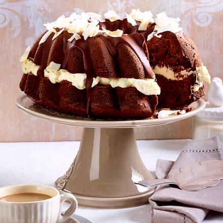 Schokoladen-Guglhupf mit Cremefüllung und Kokos Rezept