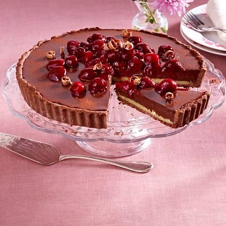 Schokoladen-Haselnusstarte mit Kirschen Rezept
