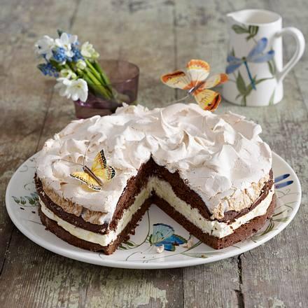 Schokoladen-Schneemousse-Torte mit Eierlikör-Sahne Rezept