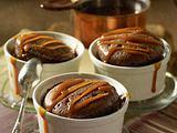 Schokoladen-Soufflé mit Karamellsoße Rezept