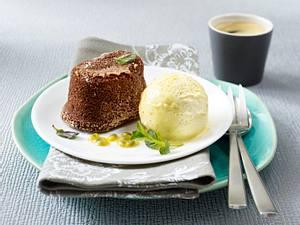 Schokosoufflé mit Passionsfrucht und Vanilleeis (Vatertag) Rezept