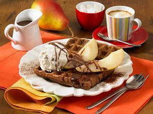 Schokowaffeln mit Birnen und Schokoladensoße Rezept