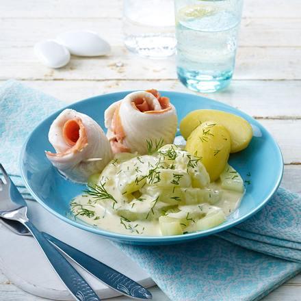 Schollen-Lachs-Röllchen auf Schmorgurken-Gemüse Rezept