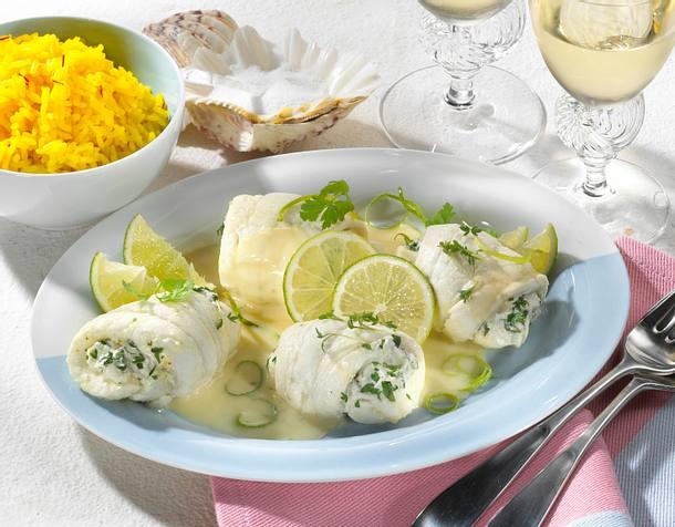 Schollenröllchen mit Kräuterfarce, Limettensoße und Reis Rezept