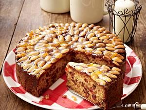 Schottischer Früchtekuchen (Dundee Cake) Rezept