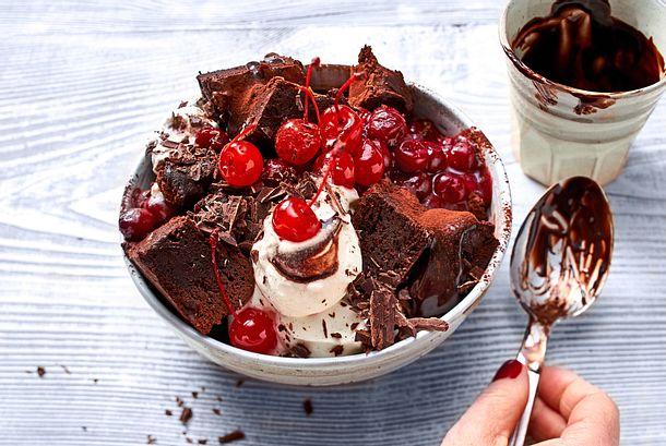 Schwarzwälder Kirsch-Bowl auf Brownie-Basis Rezept