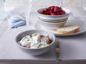 Schwedenhappen (eingelegter Matjes) mit Brot Rezept
