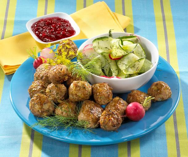 Schwedische Hackbällchen mit Radieschen-Gurkensalat Rezept