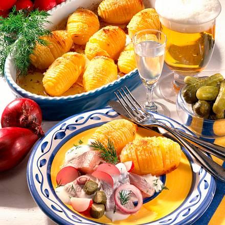Schwedische Kartoffeln mit Matjes und Joghurt-Schmand-Soße Rezept
