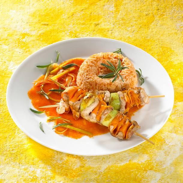 Schweine-Gemüsespieße mit Tomatenreis Rezept
