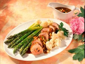 Schweine-Trüffel-Filet mit Blumenkohl und grünem Spargel Rezept