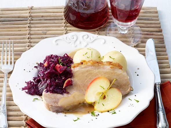 Schweinebraten mit Rotkohl und Klößen (bei Mutti essen) Rezept