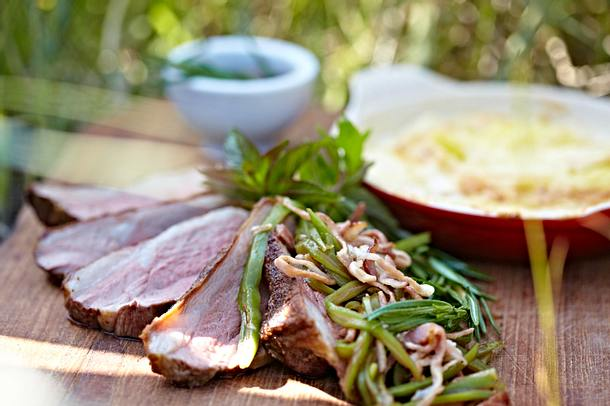 Schweinebraten mit Speckbohnen und Kartoffel-Lauch-Gratin Rezept