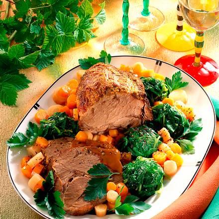 Schweinebraten mit Spinat, Möhren und Petersilienwurzeln Rezept