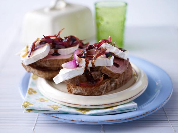 Schweinefilet auf Brot mit Ziegenkäse Rezept