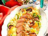 Schweinefilet auf Nudelbett mit buntem Gemüse Rezept