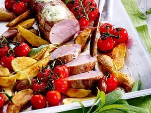 Schweinefilet aus dem Ofen mit Kartoffeln, Salbei und Kirschtomaten Rezept