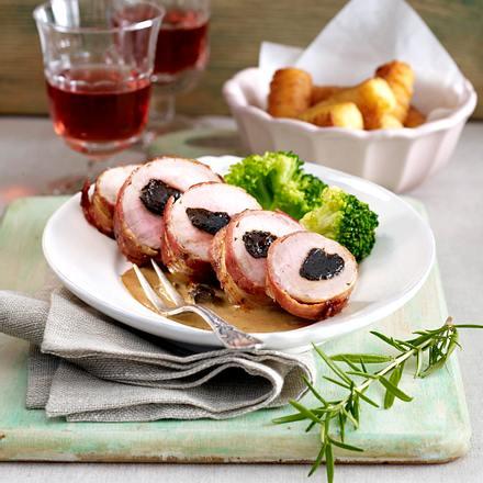 Schweinefilet mit Backpflaumen und Mandel-Brokkoli Rezept