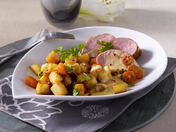 Schweinefilet mit Hollandaise zu Kartoffel-Möhren-Gulasch Rezept