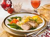 Schweinefilet mit Nuss-Zimthaube zu Kartoffelgratin und Hollandaise-Gemüse Rezept