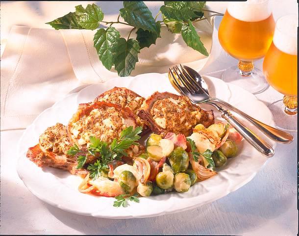 Schweinekoteletts in Senf-Zwiebelkruste mit Rosenk Rezept