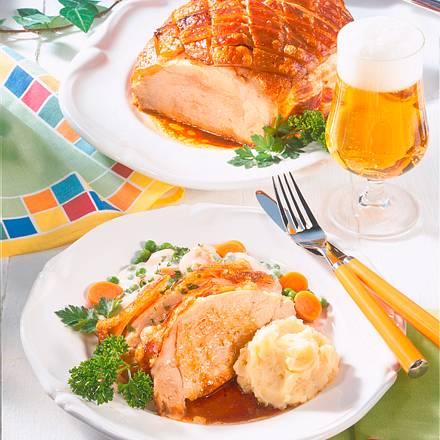 Schweinekrustenbraten mit Erbsen-Möhren-Gemüse Rezept