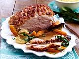 Schweinekrustenbraten mit Sauerkraut und Kartoffelpüree Rezept