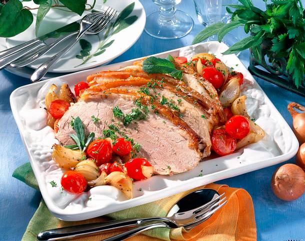 Schweinekrustenbraten mit Zwiebel-Tomaten-Gemüse Rezept